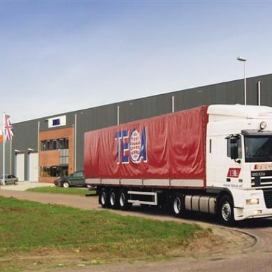 Teca LKW vor Teca-Gebäude in NL 2