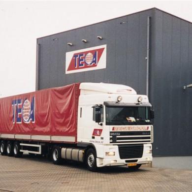 Teca LKW vor Teca-Gebäude in NL